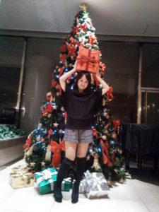 クリスマスに飾り付けられたホテル内